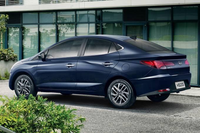 Novo Hyundai HB20S é revelado logo após rival Chevrolet Onix Plus